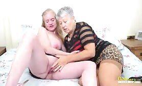 Omas teilen ihre Lesbische Leidenschaft