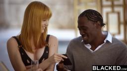 Ein schwarzer Stecher mit großen Schwänzen fickt deutsche Touristin